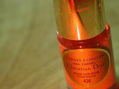 cosmetics Originally uploaded by tamaki.Jakich używasz lakierów do paznokci? Najlepsze są takie, które zawierają odżywkę i pielęgnują paznokcie.