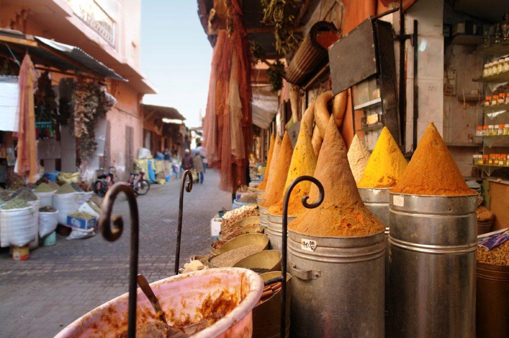 Glinka z Maroko dostarczy skórze minerałów Jeśli do maseczki lub peelingu wykorzystamy, bogatą w minerały, marokańską glinkę Rhassoul – oczyścimy i odżywimy skórę, a także […]